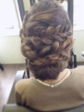 裏編み込みヘアアレンジ(結婚式・パーティーの髪型) ムーンジェジェ moon jeje甘辛ミックス