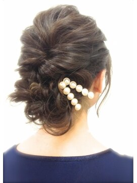 結婚式 髪型 ミディアム ヘアアレンジ 暗髪アレンジ