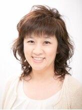 エメールヘア(aimere hair)女性らしいカールでふんわりと可愛いさアップのスタイル