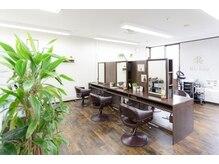 美容室 リズヘアー 稲毛店(Riz hair)の雰囲気(広々とした空間での施術。隣の席との間隔も気にならない【稲毛】)