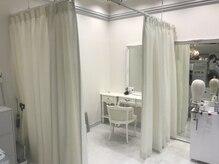プリシラ梅田サロンの雰囲気(カーテンで仕切られた個室でプライバシーを守りたい方にも安心。)