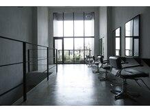 クリアーオブヘアー 本山店(CLEAR of hair)の雰囲気(二階のテラスにはグリーンがあり、開放的な空間)