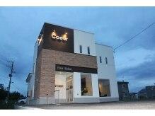 ヘアサロン クール(HAIR SALON Coeur)の雰囲気(ホワイトとブラウンで設えたモダンな雰囲気のお店です。)
