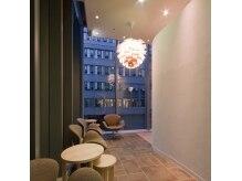 エルサフィロ ヨドヤバシ(el zafiro yodoyabashi)の雰囲気(【淀屋橋】【本町】ホテルの2階、開放感のある店内です)