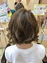 ヘアーズ フェミニン 中山店(Hair's Feminine)グレージュカラーの切りっぱなしレイヤードボブ