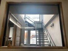 トーン(tone)の雰囲気(当店は2階です。1階は何もないのでそのまま上がってください。)