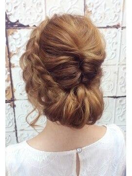 結婚式の髪型(ヘアアレンジ) 編み込みナチュラルワンロール