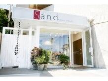 サンドナチュラルアンドビューティー(Sand NATURAL&BEAUTY)の雰囲気(南欧のリゾートサロンのような外観湘南台駅西口徒歩1分の立地)