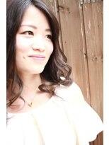ノイズシェーン(NEU!z SCHOEN)Wブルーメッシュ&前髪シールエクで辛口フェミニンセミディ