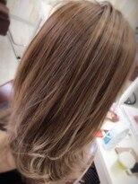 カリーナヘアー(carina hair)ツヤのあるカラーで抜け感アップ