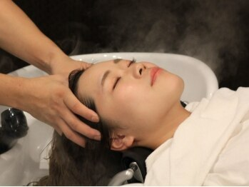 リサヘアーデザイン(RISA HAIR DESIGN)の写真/オーダーメイドのアロマ&エッセンスと雑誌等で話題の《筋膜リリーススパ》でうっとり美髪ケア!小顔効果も◎