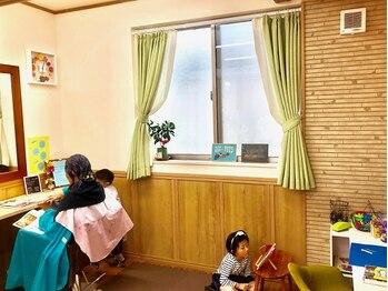 ハナイ ヘアーデザイン(HANAI hair design)の写真/【キッズスペースあり☆】親子や家族で気軽に通える落ち着いた雰囲気のサロン♪小さなお子様がいる方に◎