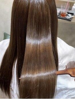ヘアスペースブルーム エボリューション 庄内店(HAIR SPACE BLOOM evolution)の写真/極上のツヤ感に夢中…☆ダメージ~エイジングケアまで、充実のケアラインで美しい髪に導く《Aujua》登場!