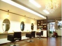 エス ヘア&ヒーリング(S hair&healing)の雰囲気(リラックスできる空間。レトロな椅子とテーブルが可愛い♪)