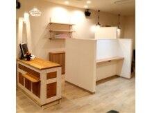 ヘアガーデン ラプール(Hair Garden Raplfm)の雰囲気(白を基調とした、カフェのようなオシャレな空間。)