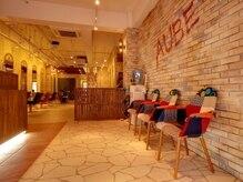 オーブ ヘアー リゾート 沖縄店(AUBE HAIR resort)の雰囲気(解放間のある店内でくつろぎの時間をお過ごし下さい。※イメージ)
