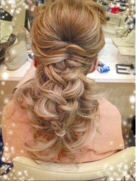 結婚式の髪型(ヘアアレンジ) ルーズ編み込みハーフアップ☆