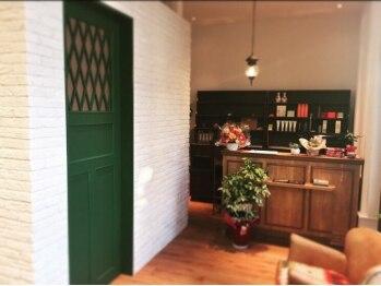 ティコラ ヘアファクトリー(teaco.la hair factory)の写真/【長岡◆駐車場完備】cafeのような可愛い店内で至福のひと時を…。ホっと寛ぐsalon-teaco.la hair factory-