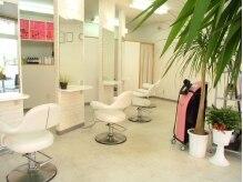 美容室 トロの雰囲気(注目の「ナノスチーム」(右ピンク)で髪をみずみずしく♪)