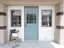 リリアアトリエ(Rillia atelier)の雰囲気(外からはサロンだとわかりにくい雰囲気…青いドアが目印です★)