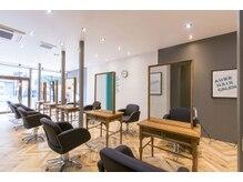 オーブ ヘアー カレン 長崎時津店(AUBE HAIR calen)の雰囲気(開放感のある明るい店内で、くつろぎの時間をお過ごしください。)