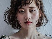 レプリカ(REPLICA +brucke)の雰囲気(二階には雑誌のバックナンバーや写真集などの書庫も。)