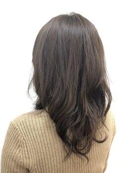 サロンドアンアリー(Salon de an Ally)の写真/[六町/1分]お客様の理想に合わせて選べるグレイカラーで、髪のダメージが気になる方も納得して染められる☆