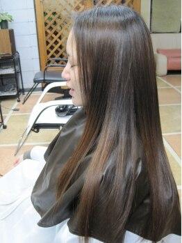 美容室ベスト(BEST)の写真/左京山◇全国でも取り扱いの少ない秘水を使用した【電子トリートメントシャンプー】で潤いたっぷりの艶髪に
