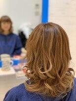 スローライフヘアーデザインアンドスパラウンジ(Slow life Hair design spa lounge)動きのあるレイヤースタイル オレンジブラウン