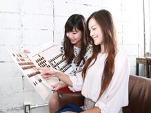 ヘアカラー専門店 フフ 池袋東口店(fufu)の雰囲気(約100種類以上から、カウンセリングで希望の色味を選択♪)
