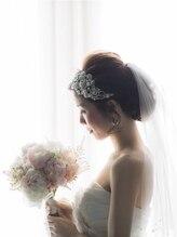 ブライダル カルネ(Bridal CARNET)花嫁パールボンネ後れ毛ルーズシニヨン