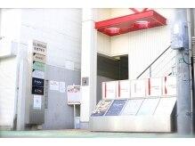 リノラ(Linola)の雰囲気(ビルの奥にあるエレベーターで4Fへご来店下さいませ☆)