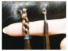 アーチフォーヘア 心斎橋店(a-rch for hair)の雰囲気((右)接合部5mmプルエクステ※夏は特にお勧め (左)従来の編込み)