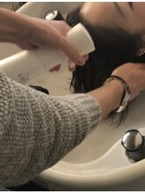 カラーをすると髪内部に薬剤が残るのをご存知ですか?Passionでは薬剤除去処理を徹底しダメージを抑えます