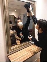 検温、マスク着用、換気、エタノール濃度が原則 70vol%以上を使用し消毒を徹底しております。