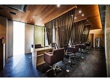 ヘアーリゾートノーブル(Hair Resort Noble)の雰囲気(各席、目仕切のカーテンがある半個室になっています。)