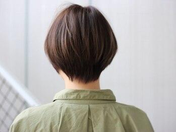 サイズ(cyez)の写真/暗くなりがち、好きな色味にできない…。お悩みを払拭したグレイカラーで、ずっと好きな髪色に―。