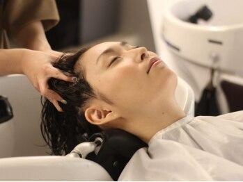 ウォーレントリコミニューヨーク ハービスエント大阪梅田店(WARREN TRICOMI NEW YORK)の写真/ジョンマスターとオージュアで貴女に合わせて。髪と心まで美しく。至福と癒しの時間を。