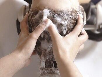 オーブ ヘアー トム 小針店(AUBE HAIR tom)の写真/【当日予約OK☆】全身リラックスできる人気のヘッドスパで、癒しの時間を♪