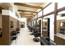 リリーアンドコー ヘアデザイン(Lily&Co hair design)の雰囲気(アロマの香りと木のぬくもりを感じる空間です。)