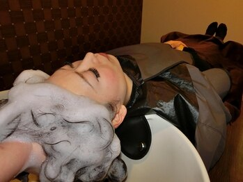 ヘアアンドメイク ドルチェ(Hari&Make DOLCe)の写真/オールハンド施術のヘッドスパは一度体験したらやみつき!!頭皮だけでなく心まで癒し、幸せなひと時を♪