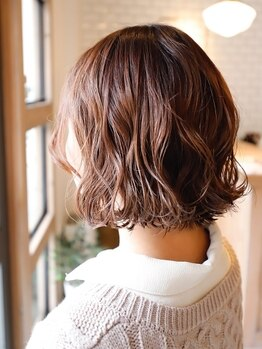 ヘア イコール(hair equal)の写真/【三国/髪質改善サロン】明るく綺麗なグレイカラーが叶う◎ダメージを最小限に抑え、美髪を持続させます。