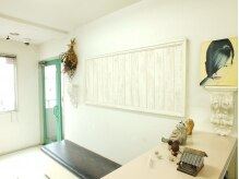 アルファインタラクティヴエム ラモード(ALUFA interactive.M)の雰囲気(清潔感のある白を基調としたお店でお客様をお迎えします♪)