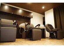 ニースヘアギャラリー 上野御徒町店(Neece hair gallery by across)の雰囲気(照明を落としたシャンプールームでリラックスを。)
