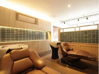 """リノデザイン(LINO DESIGN)の写真/眠れるシャンプー台で、極上の""""贅沢ヘッドエステ""""。 抜け毛防止/血行促進/頭皮クレンジング効果を体感。"""