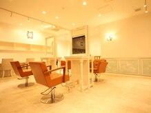 ヘアーサロン リアン 熊谷2号店(hair salon Rien)の雰囲気(1Fと2Fに別れたフロア。店内は高級感のある可愛らしい雰囲気♪)