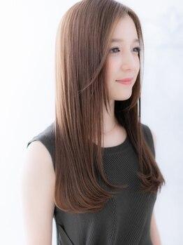 フィーユ(FEYU)の写真/毛先まで色っぽい。保湿力の高いトリートメントで素直にまとまる艶髪へ。