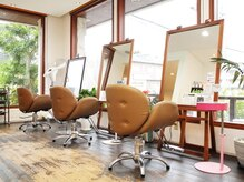 ヘアースペース サイ(Hair Space SAI)の雰囲気(一階はウッドを基調にしたくつろげる空間になっています!)