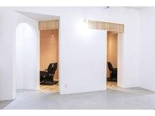 ムク ヘアテラス(muku hair terrace)の雰囲気(半個室、シャンプー台2席で完全リクライニング☆)