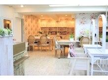 タバサ(tabasa)の雰囲気(改装した店内はフレンチカントリーの明るい雰囲気♪)
